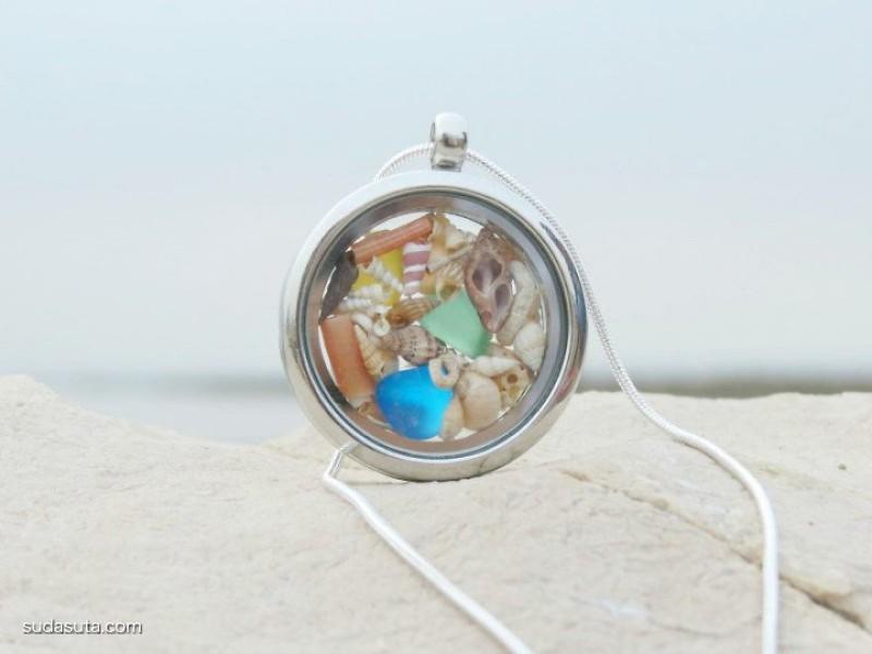 Marina 女孩子和贝壳艺术