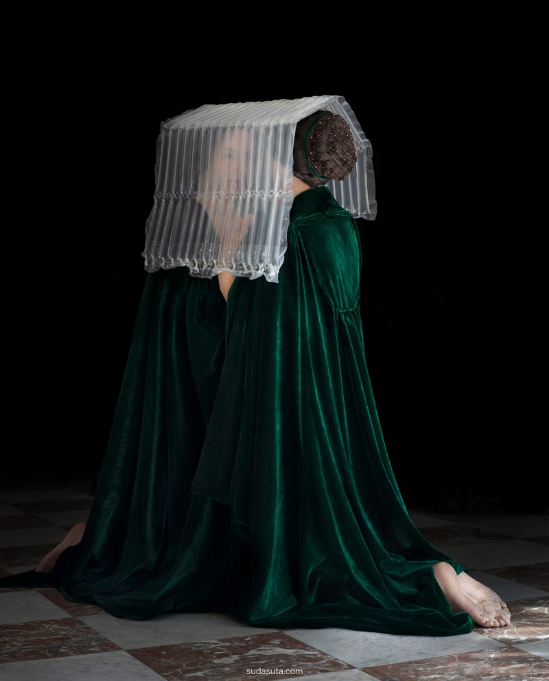 Suzanne Jongmans 塑料与古典美人