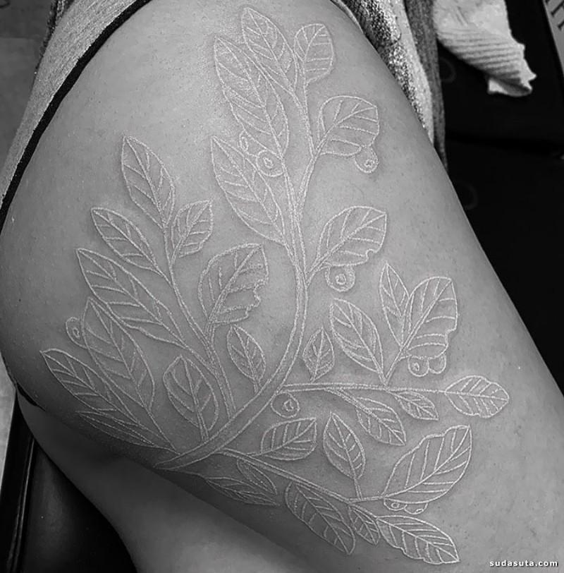 天使的吻痕 白色纹身设计欣赏