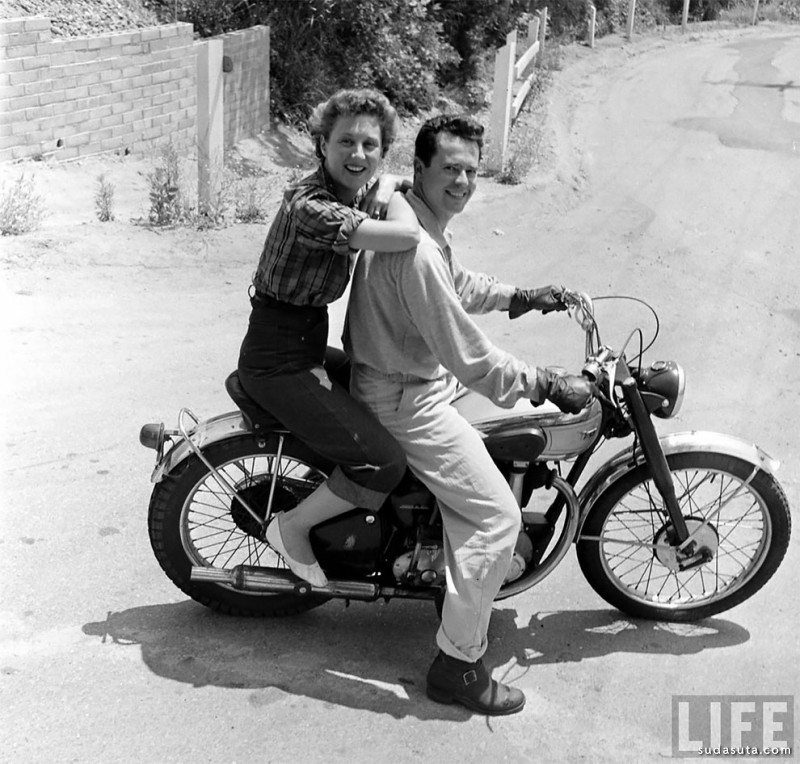 Loomis Dean的老照片 摩托车女生