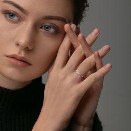 本笙 复杂的世界里,安心只为一件首饰