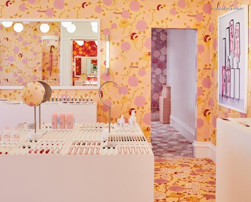 Glossier 店铺设计欣赏