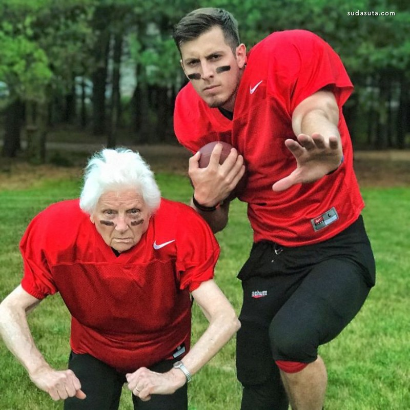 Ross Smith 和奶奶一起玩