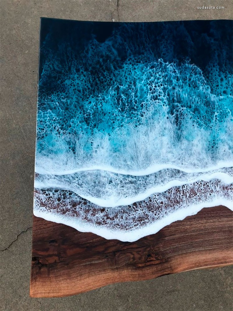 Rivka Wilkins 和Jared Davis 不可思议的海浪桌子