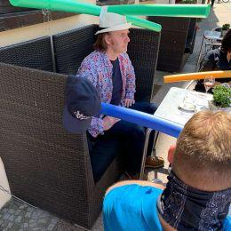 德国咖啡馆 奇特的帽子