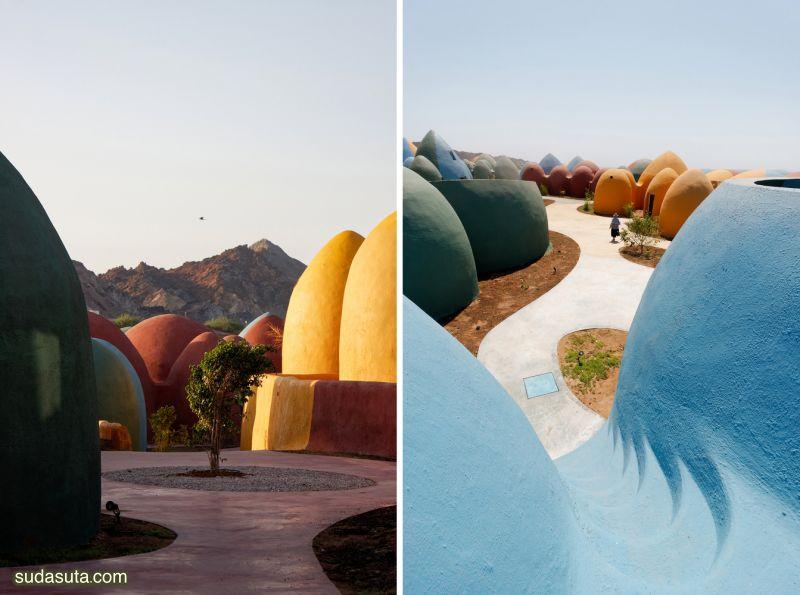 ZAV Architects 海边的彩色圆顶房子