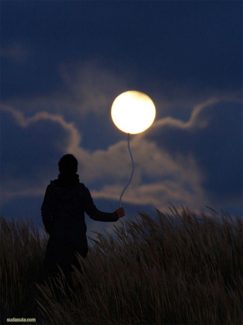 Laurent Laveder  和月亮一起玩耍